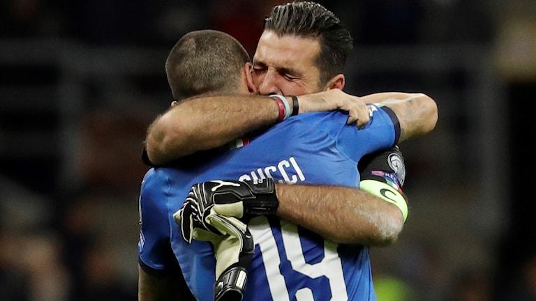 Leonardo Bonucci och Gianluigi Buffon i tårar efter matchen