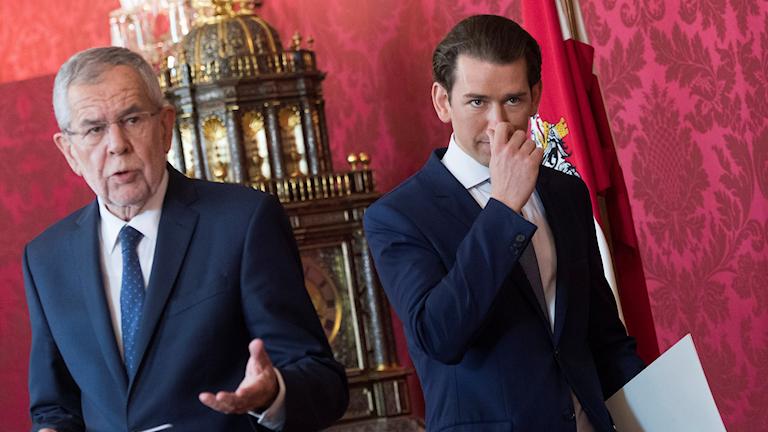 President Alexander Van der Bellen och förbundskansler Sebastian Kurz håller presskonferens.