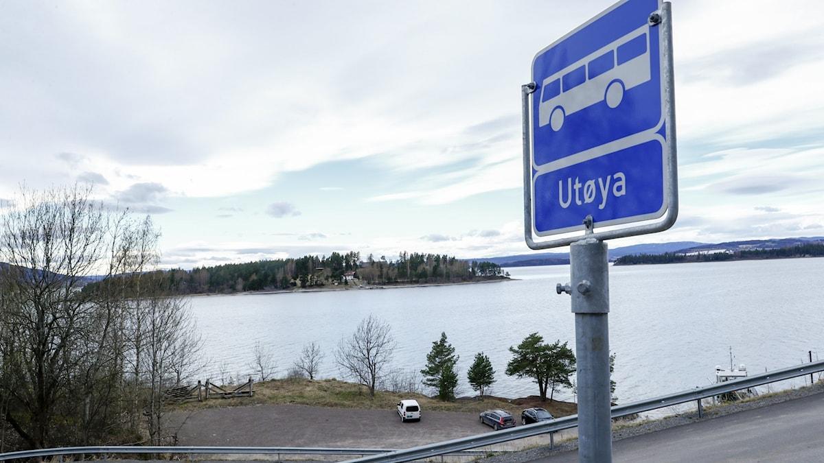 Busskylt med ortsnamnet Utøya