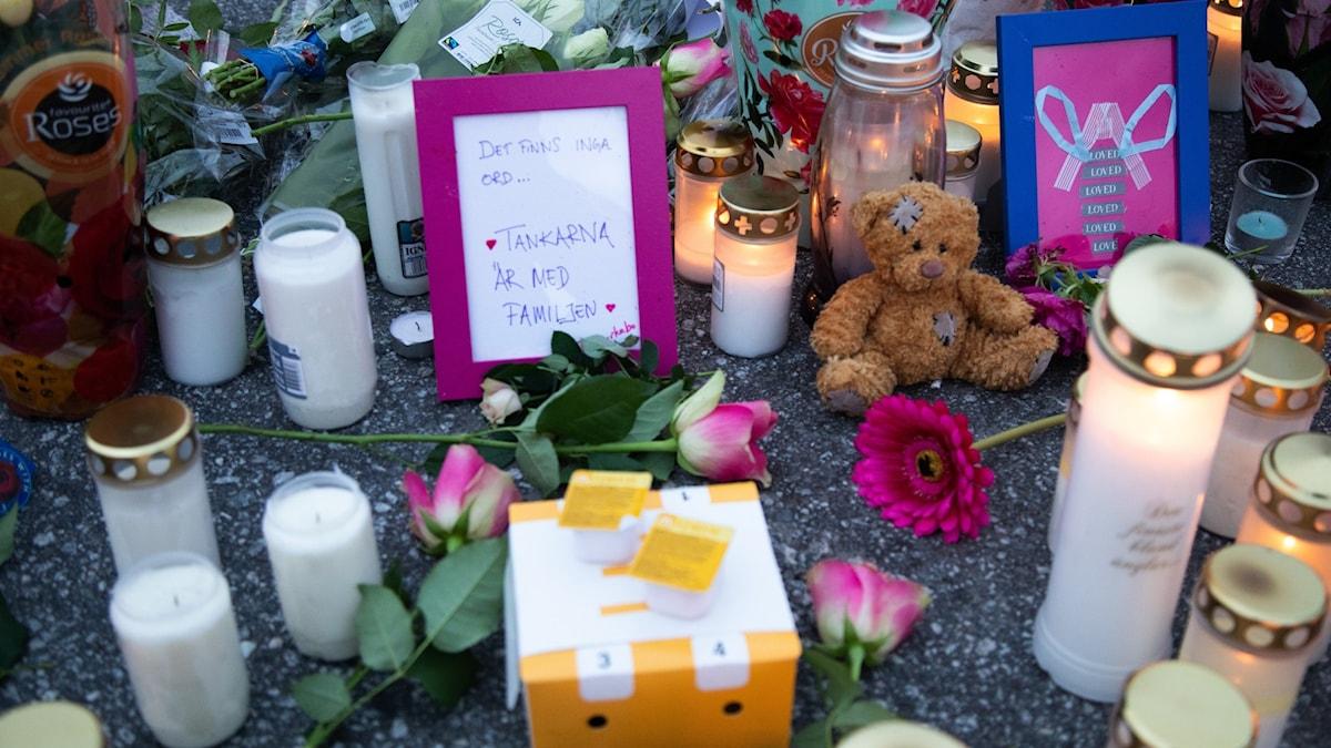ljus och kort till minne av skjutna 12-åringen