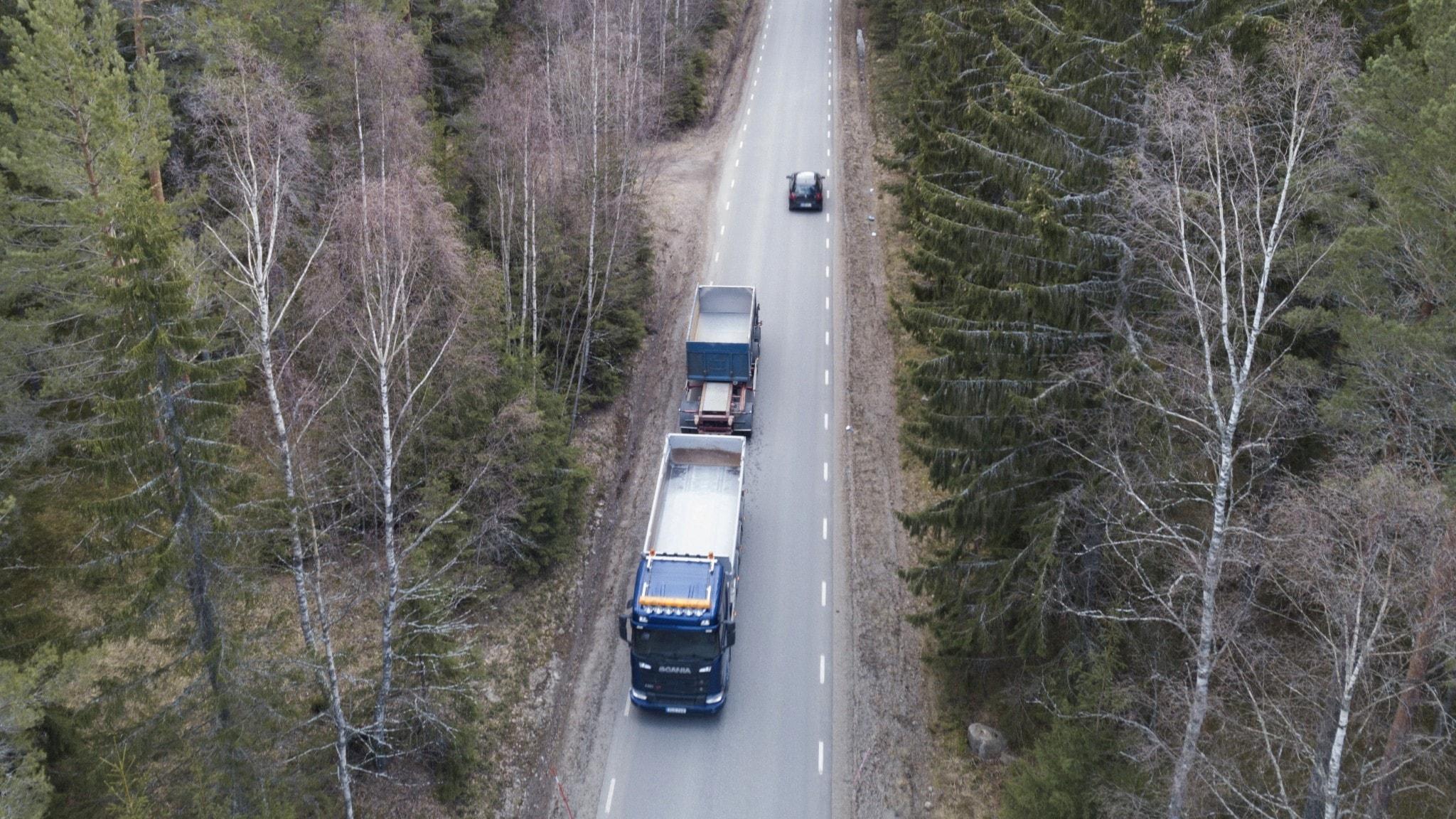 Nya lastbilsregler: Svenska löner på svenska vägar - Nyheter (Ekot)