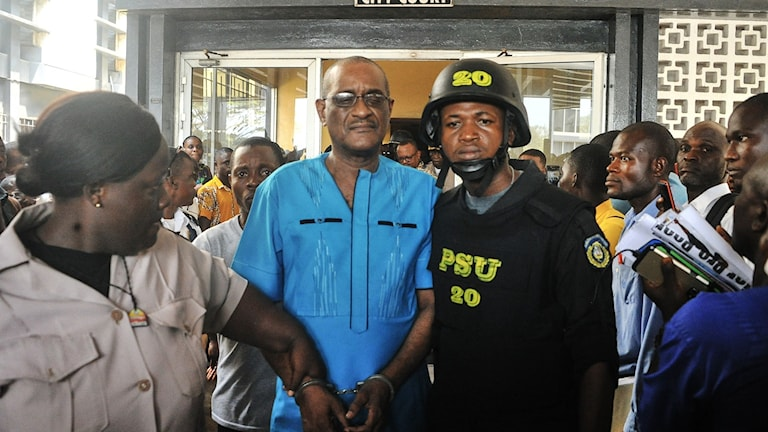 Charles Sirleaf utanför domstolen i Monrovia, Liberia.
