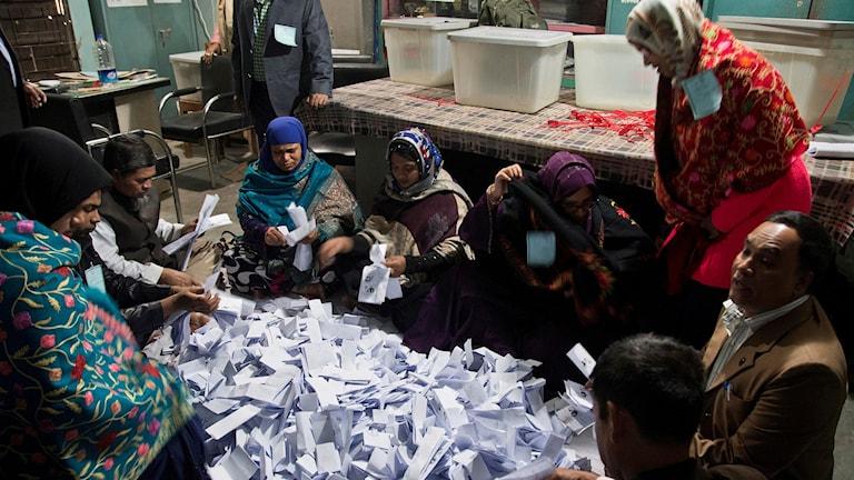 Rösträkning i staden Panam Nagar.