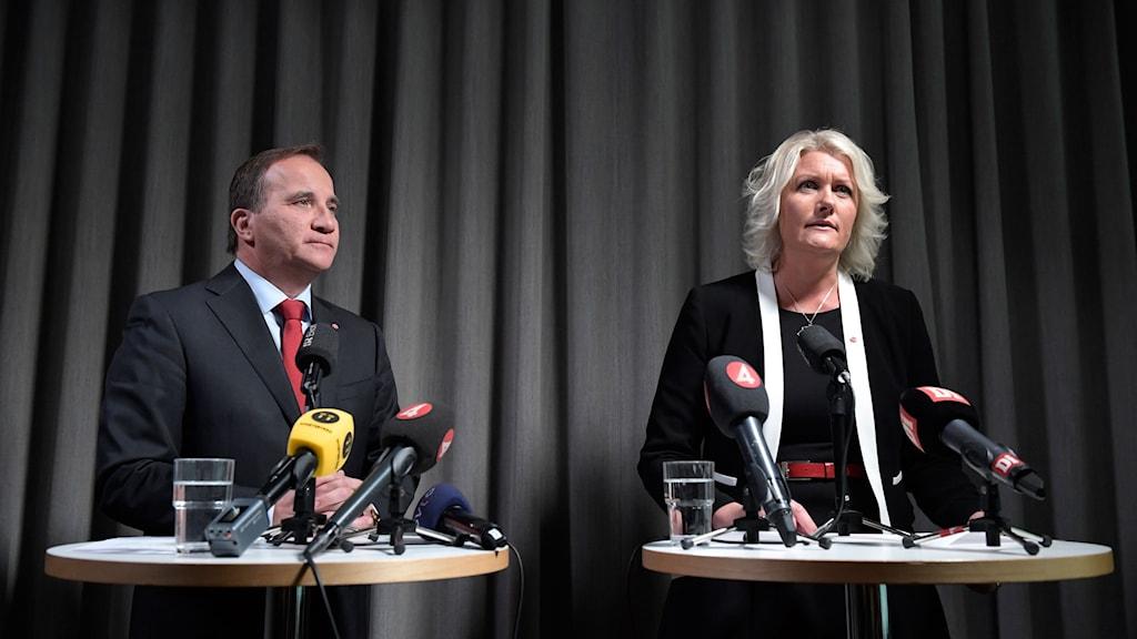 Statsminister Stefan Löfven presenterar Lena Baastad som ny partisekretarerare för Socialdemokraterna.