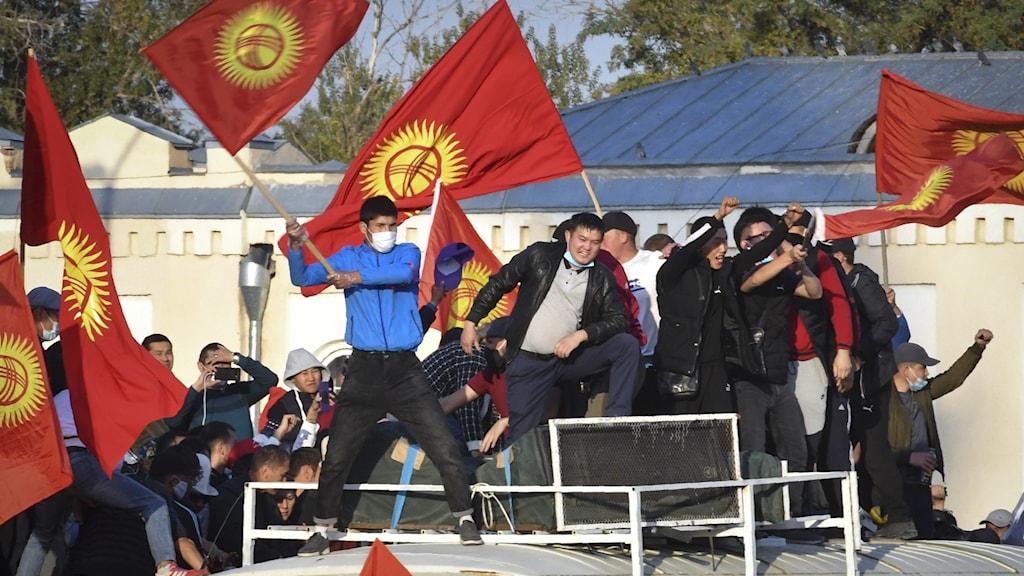 Demonstranter efter söndagens parlamentsval.