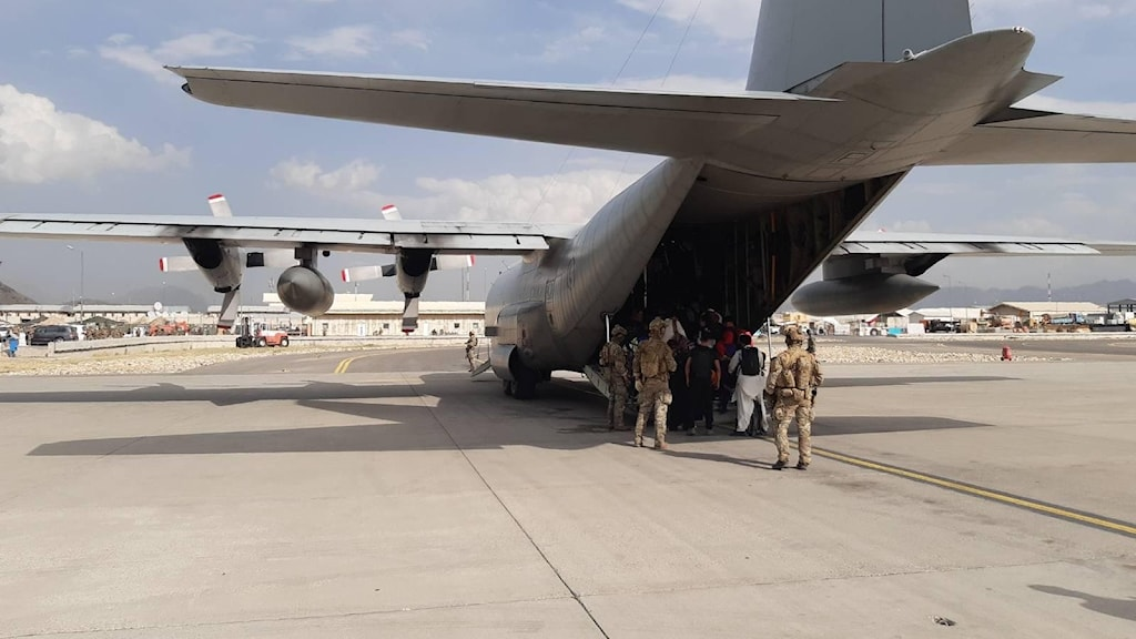 Svenska försvarmaktens Hercules 848 på Kabuls flygplats.