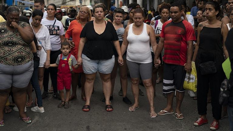 Protester mot våldet i Rio. Foto: Leo Correa/TT.