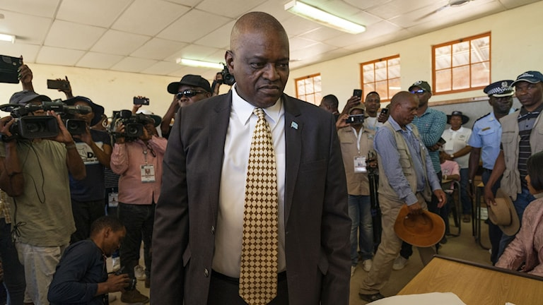 Botswanas president Mokgweetsi Masisi vid valurnan den 23 oktober 2019.