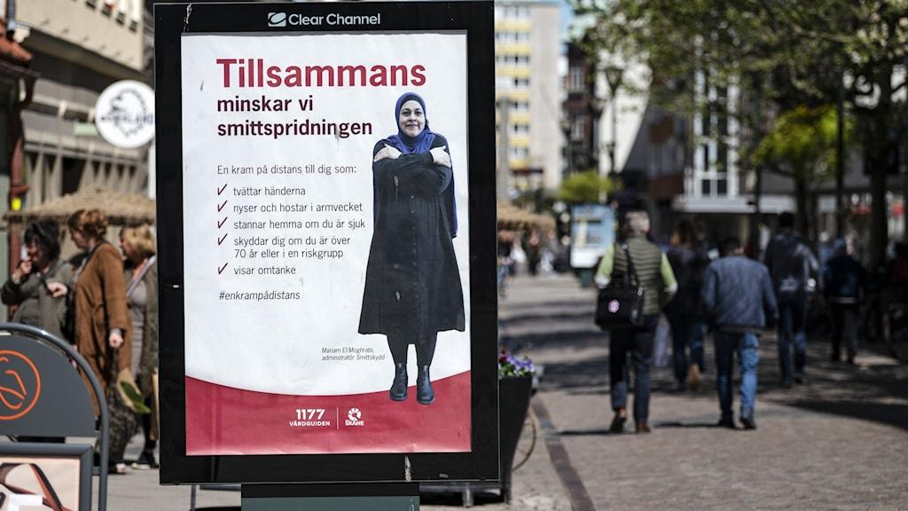 Reklamskylt med råd om smittskydd i Malmö