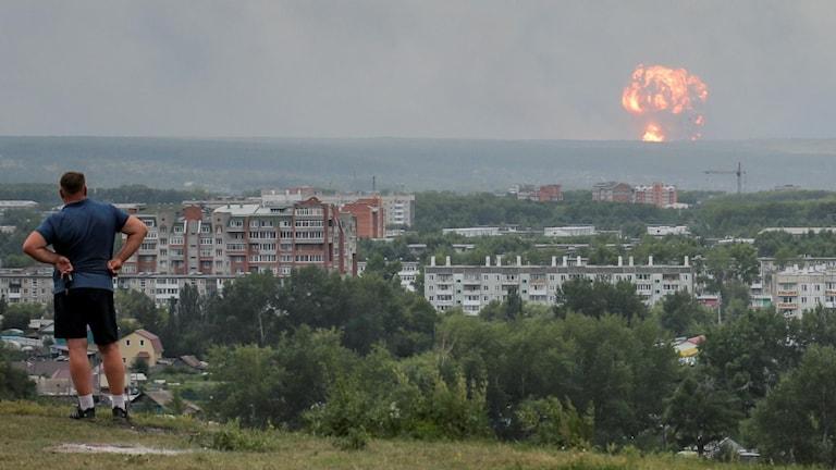 Röken från det militära ammunitionslagret syntes över hela Achinsk