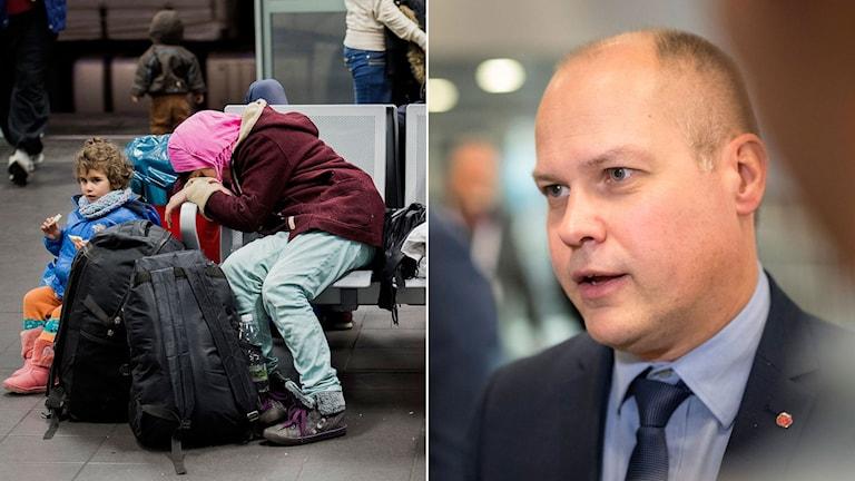 Kvinna med barn sitter på en bänk och vilar med ett par svarta resväskor.