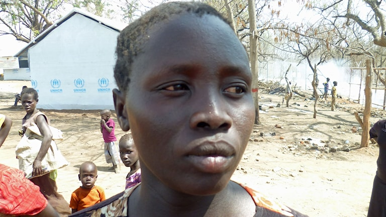 Sexbarns mamman Hanna Dawa i ett flyktingläger i norra Uganda.