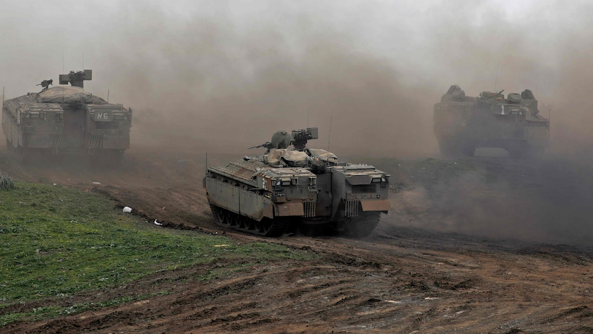 Israeliska pansarvagnar vid Golanhöjden.
