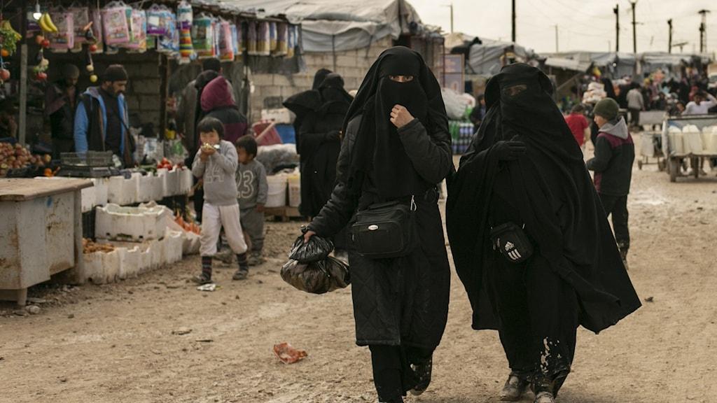 Kvinnor i IS-läger i Syrien.
