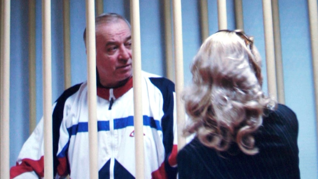 Sergej Skripal var tidigare överste i den ryska militära underrättelsetjänsten men dömdes till fängelse 2006 för att ha sålt hemliga uppgifter till Storbritannien.