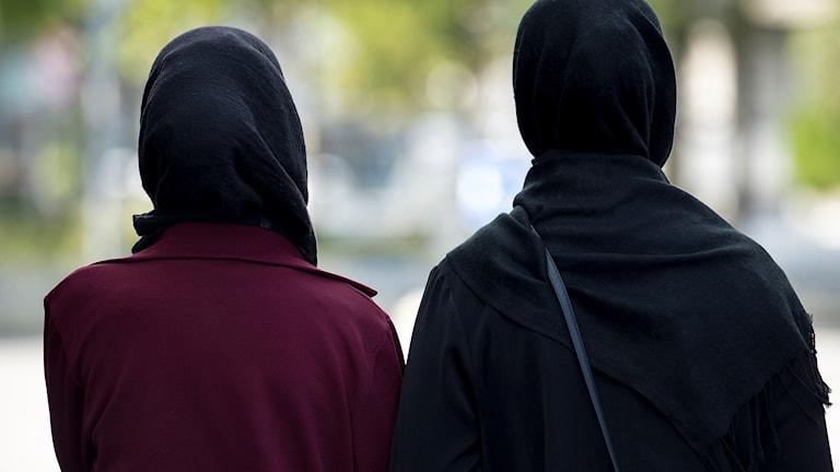 Två kvinnor med hijab