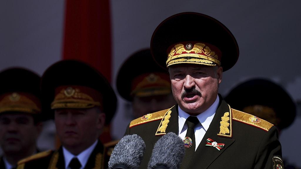 Landets auktoritäre ledare Aleksander Lukasjenko har suttit vid makten sedan Sovjetunionens fall för 30 år sedan.
