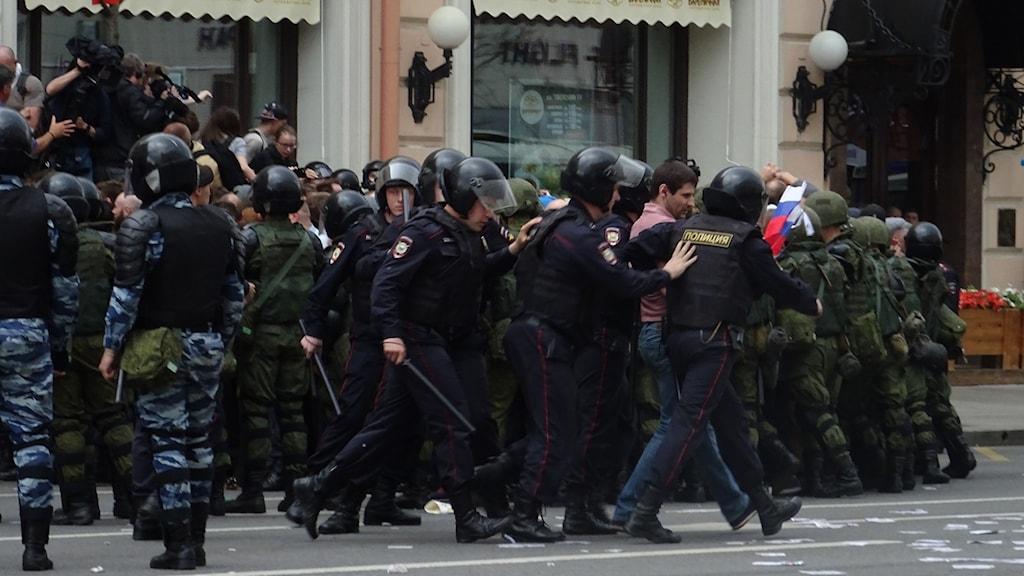 """De som grips har inga plakat, men kanske en t shirt med text eller en rysk flagga eller ser """"misstänkta"""" ut."""
