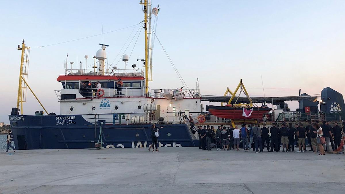 Sea Watch 3 ligger i Lampedusas hamn.