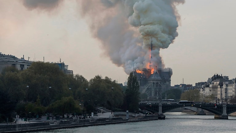 Just nu: Notre-Dame brinner