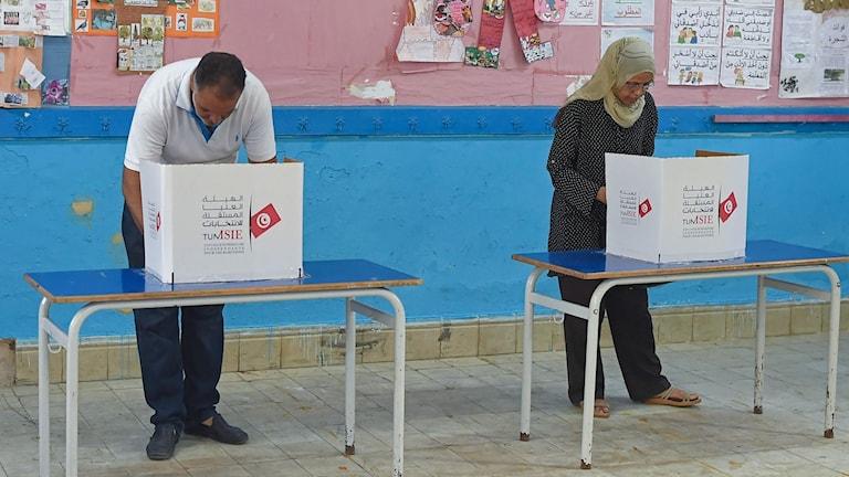 Vallokalerna öppna för presidentval i Tunisien