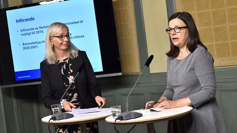 Utredaren Helén Ängmo och gymnasie- och kunskapslyftsminister Anna Ekström lägger fram förslag på åtgärder för att alla ungdomar ska påbörja