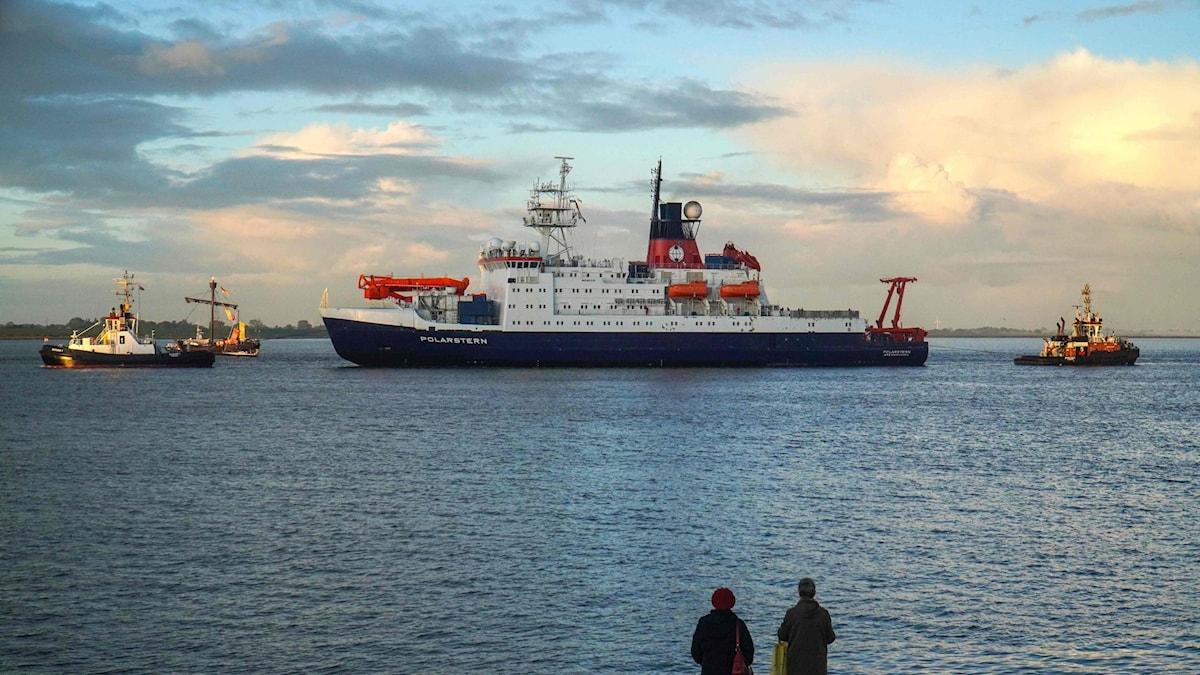 """Isbrytaren """"Polarstern"""" återvänder till hamnen i tyska Bremerhaven efter en årslång expedition till Arktis."""