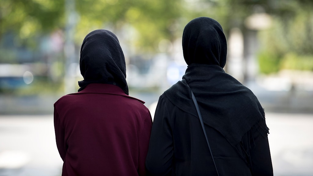 Två kvinnor med hijab.