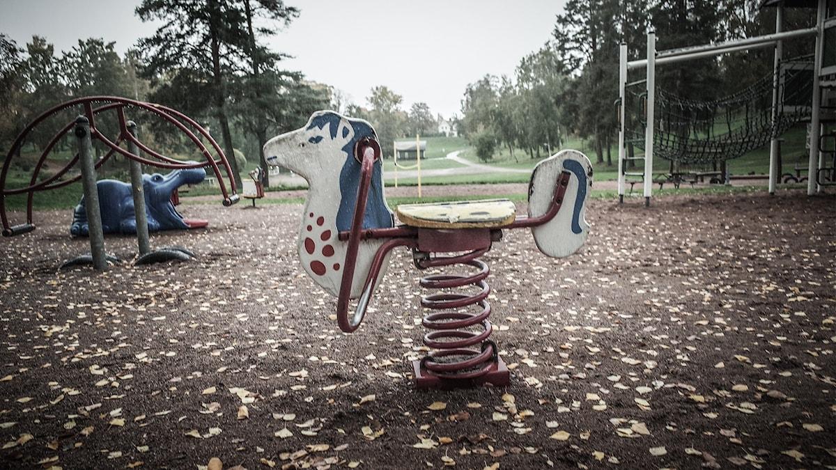 Bild på lekplats en höstdag i Hedemora.