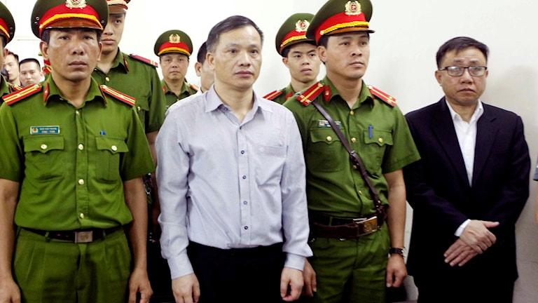 Människorättsadvokaten Nguyen Van Dai inför rättegång i Hanoi.