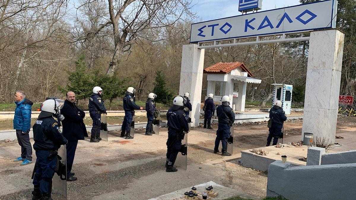 Grekland förstärker vid gränsen. Foto: Filip Kotsambouikidis/Sveriges Radio.