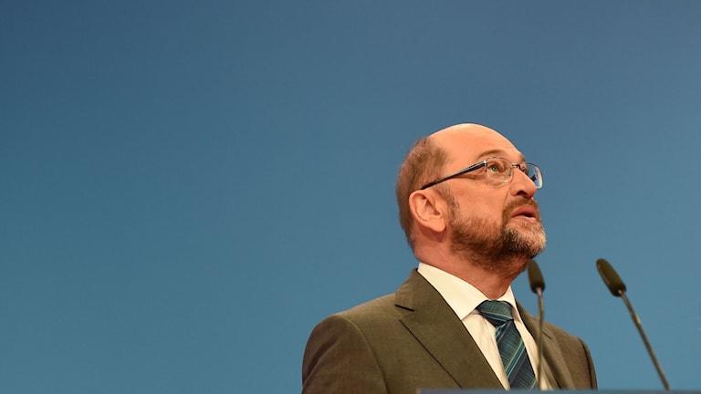 SPD:s ledare sa först efter valet att han absolut inte vill ha en ny allians med Angela Merkels Kristdemokrater. Nu vill han partiets välsignelse för en ny allians.