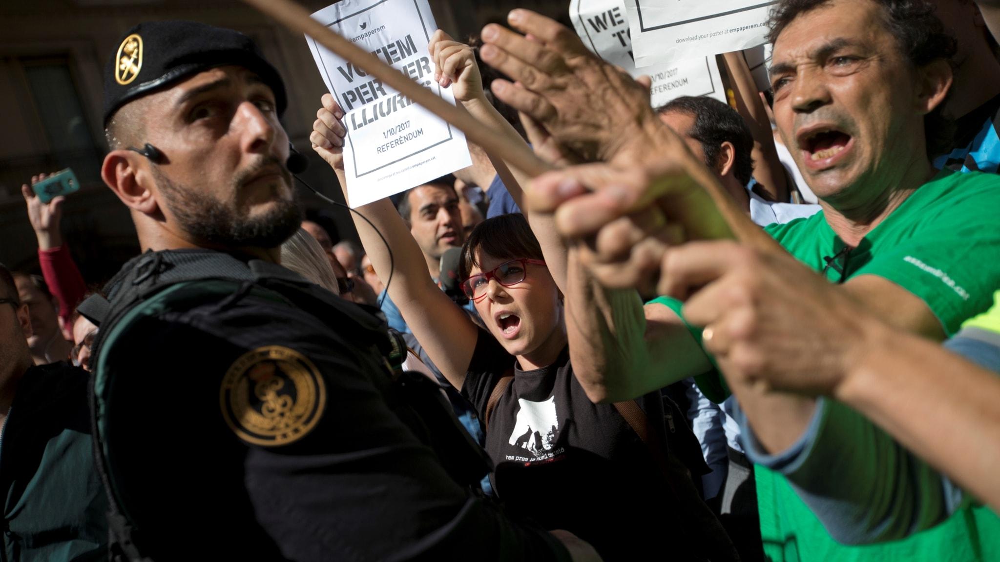 Extrainsatt polis lamnar katalonien