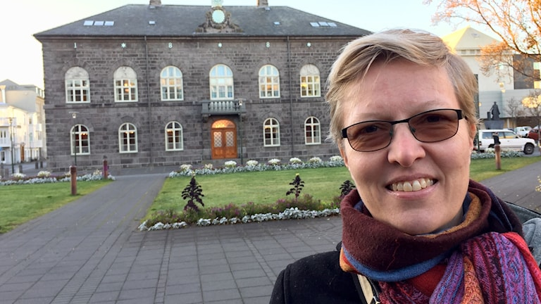 Helga Ögmundardóttir är en av många isländska väljare som tror att det finns ett utbrett maktmissbruk.