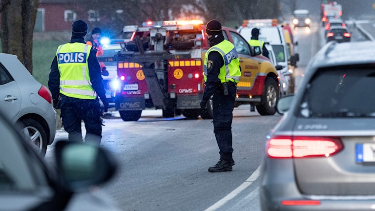 Polis och bärgare på plats efter en olycka på vägen mellan Malmö och Lomma