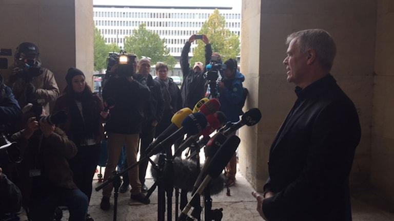 Vice polisinspektör Jens Møller håller presskonferens med anledning av utredningen av den svenska journalisten Kim Walls död.