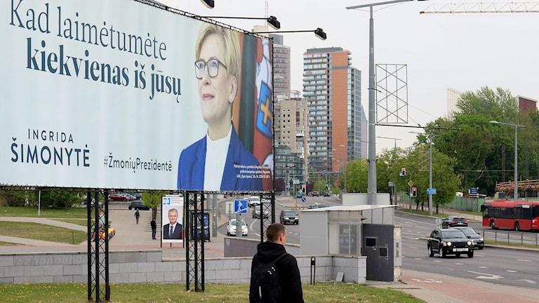 "litauen presidentval kandidat Ingrida Simonyte plakat text ""När alla vinner"""