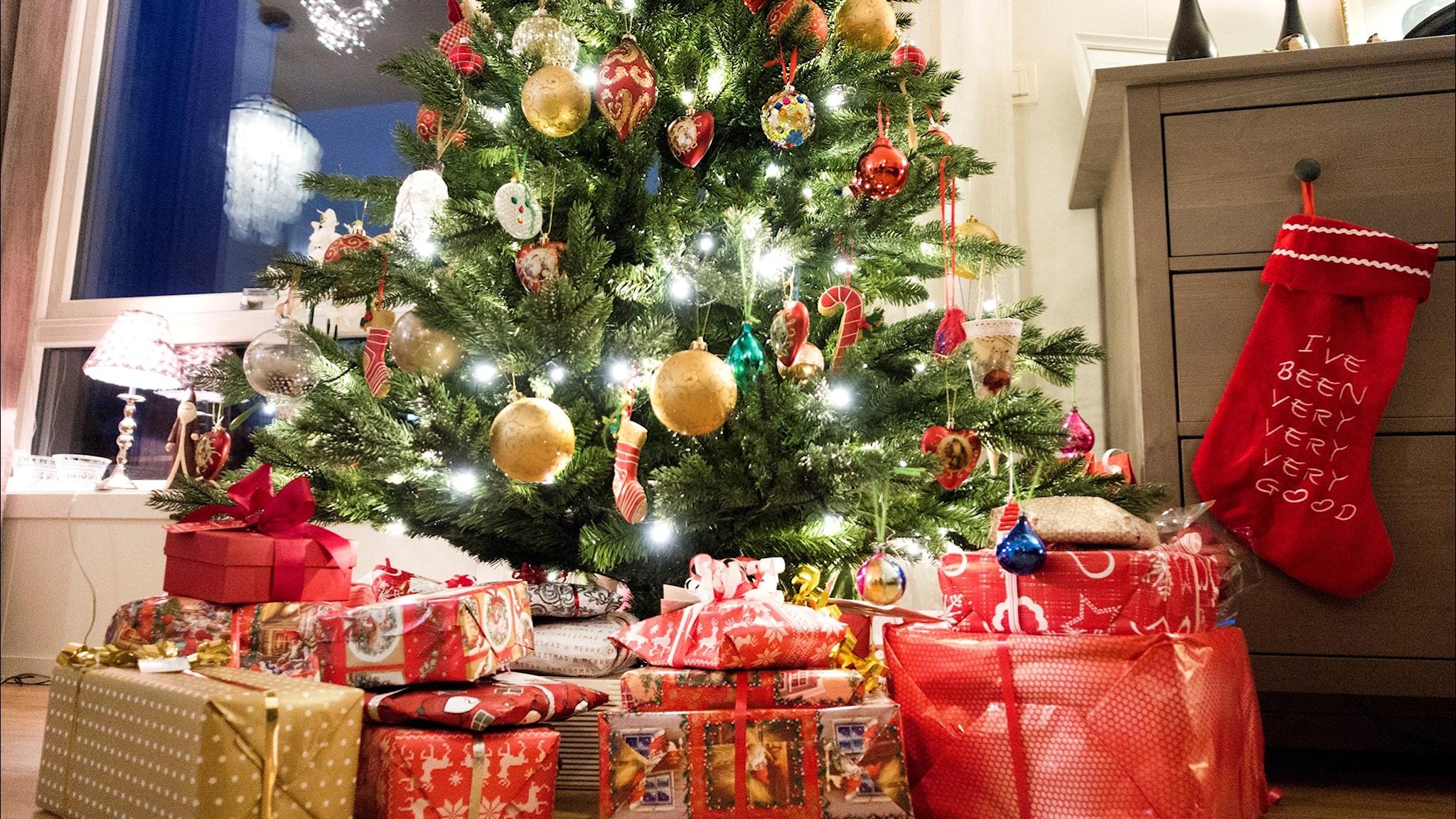 Julen runt om i världen - från Moskva till Paris