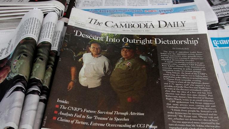 Gripandet av oppositionsledaren Kem Sokha på framsidan av sista numret av Camobodia Daily.