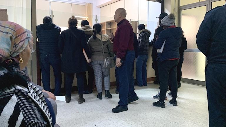 Många står i kö på invandringsmyndigheten på Cypern