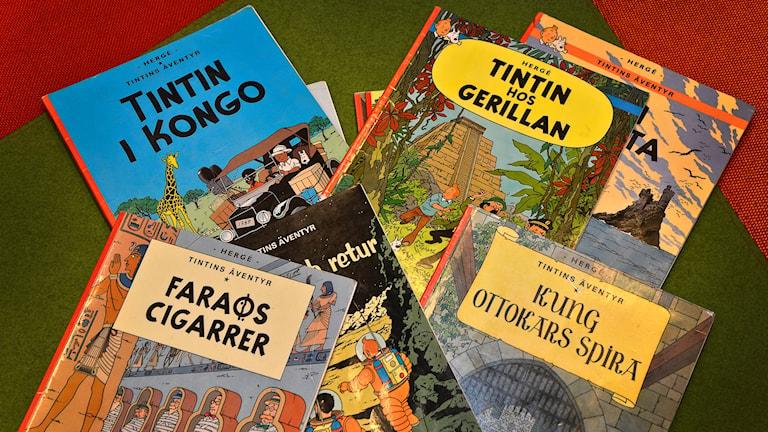 Några olika seriealbum om Tintin. Foto: Anders Wiklund/TT.