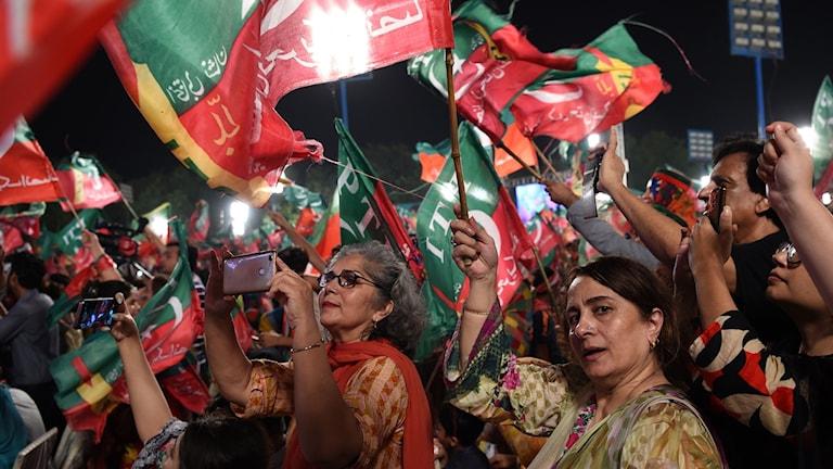 Anhängare av Iran Khan på ett valmöte i Lahore. Foto: Wakil Kohsar/TT.