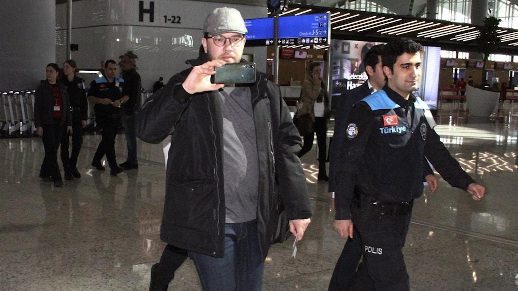 Jimmie Åkesson på Istanbuls flygplats.