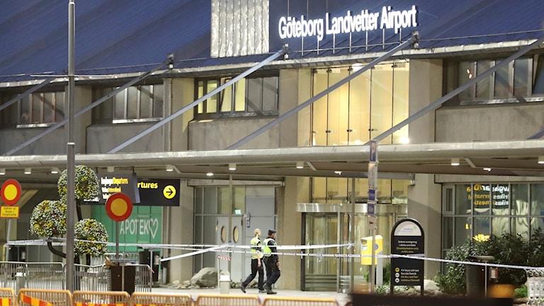 En kvinna som i somras ställde sig upp och vägrade sätta sig på ett flygplan på Landvetter flygplats och på så sätt stoppade utvisningen av en man till Afghanistan har åtalats.