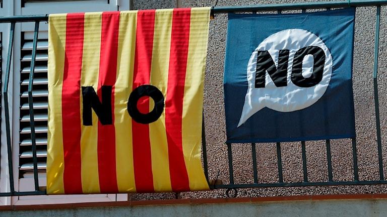 """Katalansk flagga med texten """"NO"""""""