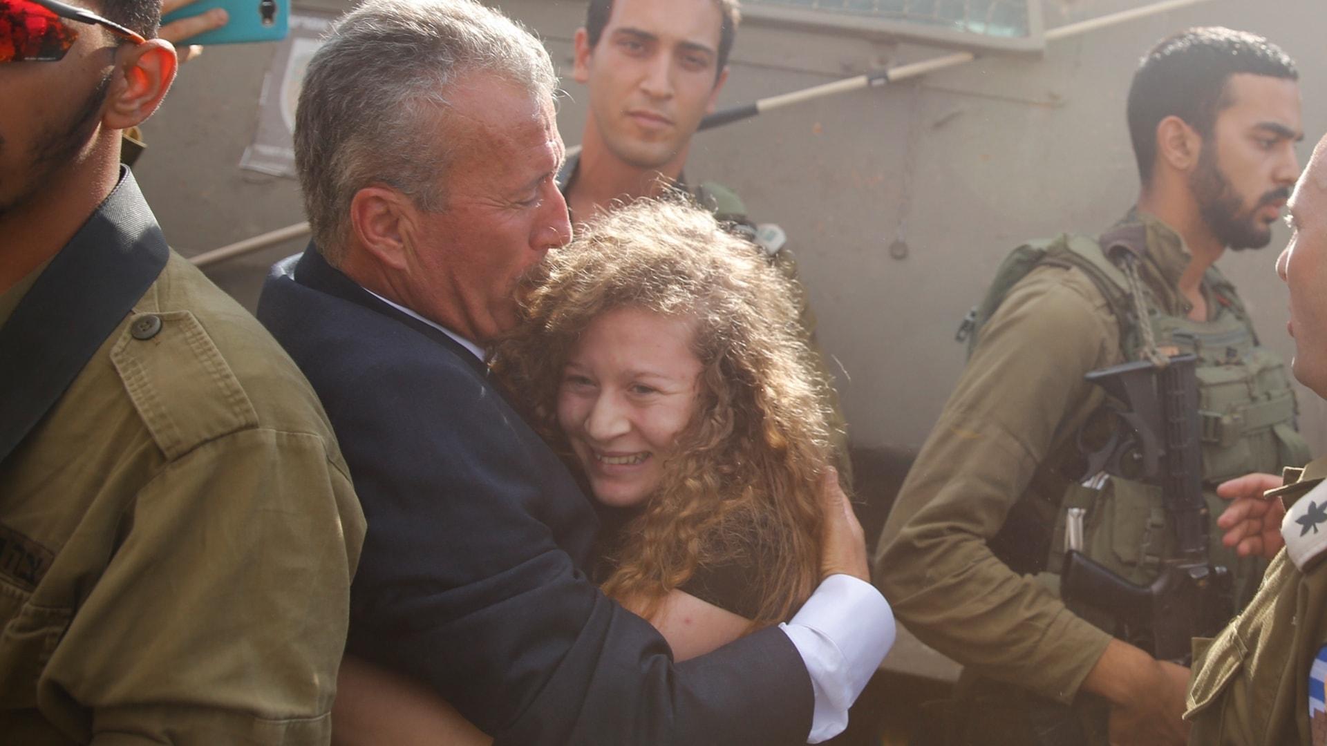 Om kriget mitt i Europa och den unga palestinskan som enar motståndet mot Israel