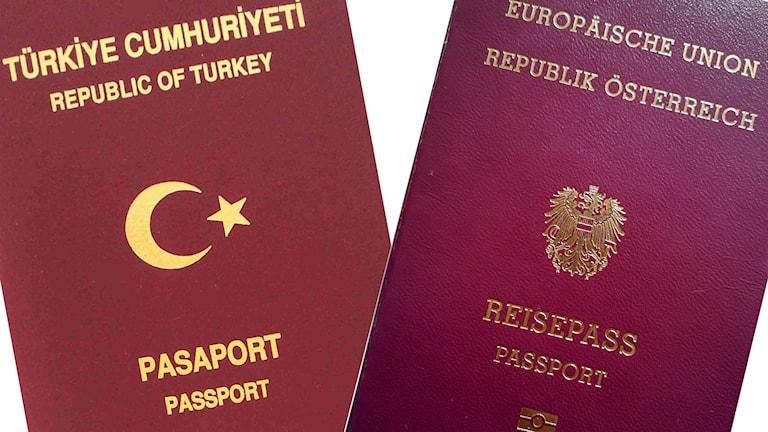 Ett turkiskt och ett österrikiskt pass.
