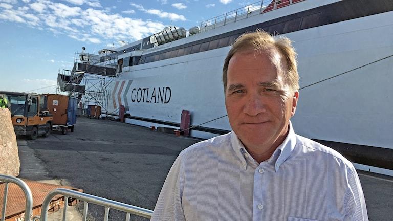Stefan Löfven framför gotlandsfärjan