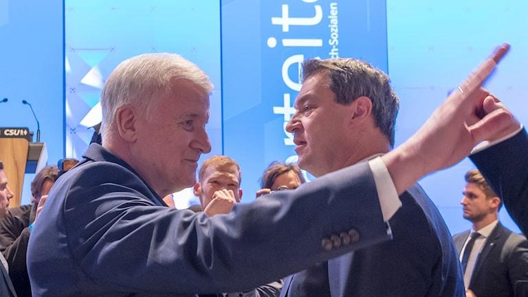 Markus Söder och Horst Seehofer på partisammankomst för CSU.