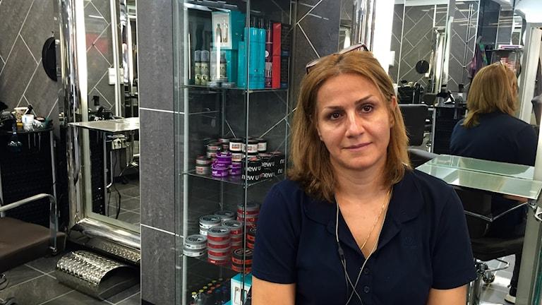 Roya Mahdian är frisör vid Grönlands torg i Oslo dit hon kom från Iran för fem år sen.